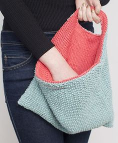 Free Knitting Pattern for Reversible Bag – This purse pattern lets you change the texture and color of your bag just by turning it inside out. Source by terrymatz Handbag Patterns, Bag Patterns To Sew, Knitting Patterns Free, Knit Patterns, Free Knitting, Tote Pattern, Sewing Patterns, Learn To Crochet, Knit Crochet