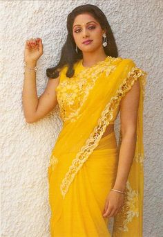 Old Bollywood Movies, Bollywood Girls, Bollywood Stars, Indian Bridal Lehenga, Indian Beauty Saree, Indian Sarees, Indian Actress Images, Indian Actresses, Red Fashion