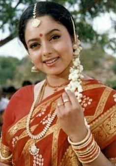 Soundarya Photos [HD]: Latest Images, Pictures, Stills of Soundarya - FilmiBeat South Indian Actress Hot, Most Beautiful Indian Actress, Beautiful Actresses, Simplicity Is Beauty, Indian Wife, Indian Girls Images, Wedding Dress Chiffon, Old Actress, Latest Images