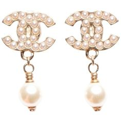 Pre-owned Chanel Pearl Cc Drop Earrings Gold ($500) ❤ liked on Polyvore featuring jewelry, earrings, accessories, none, pearl earrings, drop earrings, chanel earrings, pre owned jewelry and white pearl earrings