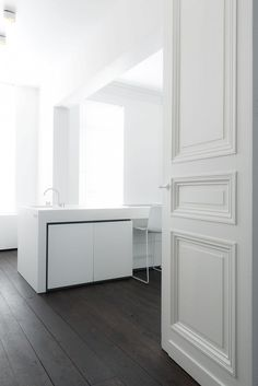 Pristine white over charcoal floors. Studio Niels.