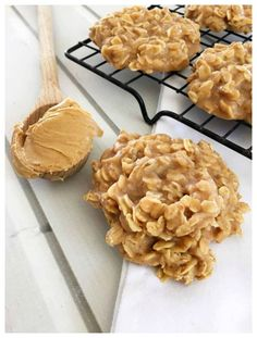 Peanut Butter No Bake Cookies! Peanut Butter No Bake Cookies! Peanut Butter No Bake Cookies! Cookie Desserts, No Bake Desserts, Easy Desserts, Dessert Recipes, Baking Cookies, Flourless Desserts, Desserts Keto, Mexican Desserts, Health Desserts