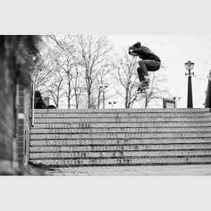 Vince - Switch Ollie  Sore Skateboards- Street Serpents - www.s0re.com