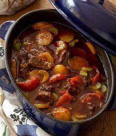 Gulasch är lätt att laga och supergott. Här är bästa receptet på en underbart mustig klassiker.