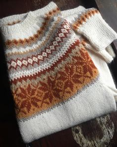 Ravelry: Project Gallery for Nr 12 Nancy / # 8 Jolea pattern by Siv Molven Sliper Fair Isle Knitting Patterns, Knitting Designs, Knitting Projects, Motif Fair Isle, Fair Isle Pattern, Yarn Inspiration, Knit Picks, Diy Clothing, Hand Knitting