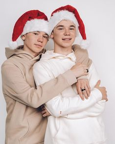 Marcus and Martinus Christmas Calendar, Christmas Photos, Shadowhunters Season 3, Selfie Tips, Love Twins, Celebrity Singers, Dream Boyfriend, Black Wallpaper Iphone, Juliette