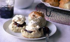 Lemonade adds a touch of zingy sweetness to this non-traditional scone recipe, which uses cream instead of butter and is super quick to make. These sweet and delicious scones are perfect hot from the oven. Kidspot Recipes, Baking Recipes, Cake Recipes, Recipies, Lemonade Scone Recipe, Mini Scones, Tray Bakes, Sweet Treats, Tasty