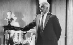 Leslie Nielsen in The Naked Gun: From the Files of Police Squad!