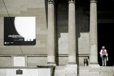 Conception graphique et réalisation de l'ensemble de la communication visuelle ainsi que l'habillage scénographique pour l'exposition « Révélations, photographies à Genève » au Musée Rath de Genève. Design Graphique, Ainsi, Flat Screen, Graphic Design, Studio, Visual Communication, Chart Design, Radiation Exposure, Photographs