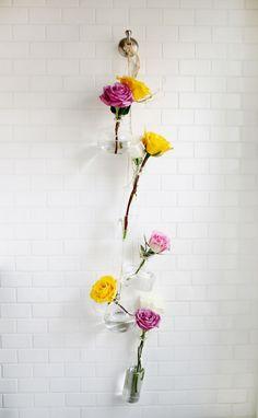 DIY: Hängande blomstervaser med rosor i. | Volang