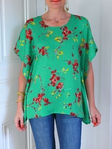 Incredibly Comme je vous l'avais promis… le voici: Andy, mon deuxième top à fleurs!… As I promised … here it is: Andy, my second flower top! This is the model of the summer! I did not invent anything! Sewing Patterns Free, Free Sewing, Sewing Tutorials, Clothing Patterns, Dress Patterns, Sewing Projects, Free Pattern, Pattern Dress, Dress Tutorials