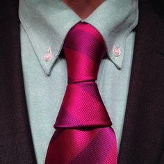 Krasny Hourglass necktie knot, while wearing my slick @oluwafemi adetunji Ogunbiyi Gentlemen suit and shirt.