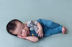 Oi, Cuidado para não se apaixonar por esse bebezinho…rs Esse pequeno se chama Rafael e veio nos visitar com 12 dias de vida. Se comportou muito bem em seu primeiro ensaio, dorminhoco. Adorei conhec...