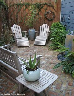 Cool Small Courtyard Garden Design Ideas For You - While you may't bodily enhance the scale of a small backyard, you may definitely make use of a number of visible tips to create the phantasm of area. Small Outdoor Patios, Backyard Ideas For Small Yards, Outdoor Patio Designs, Small Backyard Landscaping, Backyard Patio, Backyard Retreat, Outdoor Spaces, Cozy Patio, Extra Small Garden Ideas