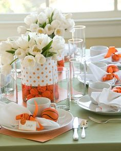 These baskeyball centerpieces are amazingly beautiful!