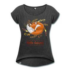 """T-shirt femme avec une illustration de renard endormi et le texte """"Bybe bye summer, hello autumn"""". Illustré par Julie Armando."""
