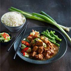 Vervang de rode peper door 1 theelepel sambal oelek. Recept - Oosters stoofvlees met gember - Boodschappenmagazine