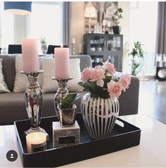 Me gusta veces, 45 comentarios - Mona Theres / Gefällt mir Mal, 45 Kommentare – Mona Therese Influencer (@ über Como veces, 45 comentarios – Mona Therese Influencer (@ sobre, gusta de influencia # # Comentarios Coffee Table Centerpieces, Decorating Coffee Tables, Table Decorations, Table Decor Living Room, Bedroom Decor, Tray Decor, Living Room Designs, Inspiration, Home Decor