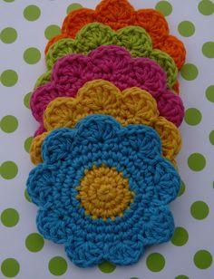 Whiskers & Wool: Flower Coaster - Free Pattern http://library.ravelry.com/bearsycat/92335/Flower_Coaster.pdf?AWSAccessKeyId=AKIAJNNSUP6J3RN4WZYQ=1352453319=IqMVVXM72yU5pFj3p2j3Md6tPtk%3D