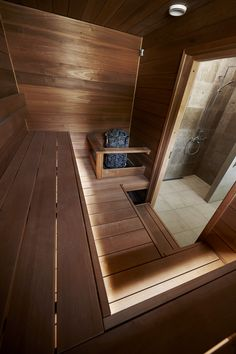People have been enjoying the benefits of saunas for centuries. Spending just a short while relaxing in a sauna can help you destress, invigorate your skin Saunas, Indoor Jacuzzi, Indoor Sauna, Indoor Pools, Backyard Pools, Pool Decks, Pool Landscaping, Diy Sauna, Sauna Ideas