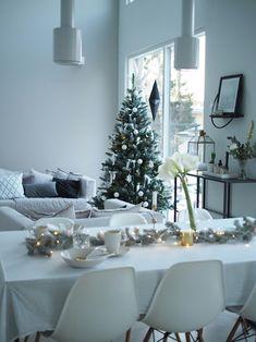 Christmas And New Year, Winter Christmas, Christmas Holidays, Merry Christmas, Christmas Decorations, Xmas, Table Decorations, Holiday Decor, Under The Mistletoe