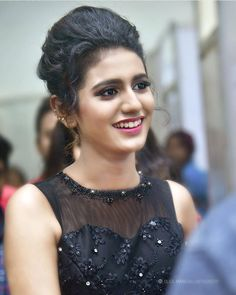 About Priya Prakash Varrier: Priya Prakash Varrier is an Indian film actress from Thrissur, Kerala mainly works in Malayalam films. She was born on Beautiful Bollywood Actress, Beautiful Indian Actress, Beautiful Actresses, Beautiful Girl In India, Beautiful Girl Photo, Beautiful Saree, Indian Actress Photos, Indian Actresses, Girl Pictures