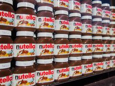 According to Nutella, Nutella World Day can not be celebrated. But Nutella, we still love you and your Hazelnut goodness! Nutella Spread, Chocolate Spread, Italian Breakfast, Le Cacao, Valeur Nutritive, Backpacking Food, Food Facts, Lorraine, Brownies