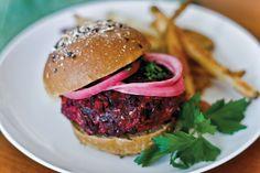 Hambúrguer vegetariano de beterraba e arroz integral