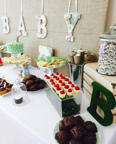 Peter Rabbit Desert Table by CUPCAKES AND CONFETTI @ CupcakesandConfetti,com Instagram: @cupcakesandconfetti1 Facebook: @cupcakesandconfetti1