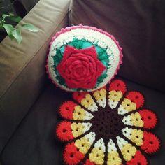 クッション/手編み/編み物/レトロ/カラフル/円座…などのインテリア実例 - 2016-01-18 08:19:56 | RoomClip(ルームクリップ) Diy Crochet Pillow, Cushions, Pillows, Blanket, Throw Pillows, Toss Pillows, Blankets, Pillow Forms, Pillow Forms