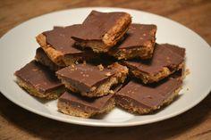 Snel millionaire's shortbread met Tony's Chocolonely karamel zeezout - Uit de pan van San
