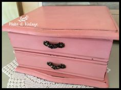 Vintage Jewelry Box in chalky pink Shabby chic by MakeitVintge Etsy Vintage, Vintage Shops, Vintage Items, Vintage Jewelry, Ring Pillow, Milk Paint, Shabby Chic Decor, Jewelry Box, Drawers
