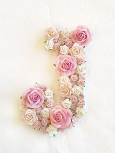 Flower Room Decor, Flower Nursery, Nursery Letters, Diy Letters, Paper Flowers Diy, Flower Crafts, Cake Lettering, Stylish Alphabets, Flower Letters