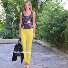 Look de trabalho - look do dia - look corporativo - moda no trabalho - work outfit - office outfit - spring outfit - look executiva - summer outfit - calça amarela - Yellow pants - dark floral - Black