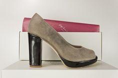 #PeepToe #tacon ancho #charol #zapatos #peeptoes #fashion #shoes #platformpumps #design #madrid #madeinspain #scarpe #oinetakoak #sabates #schuhe #chaussures #moda www.jorgelarranaga.com