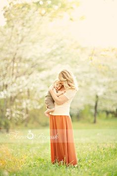 family photography inspiration.  Gorgeous mother baby photo with beautiful lighting and  a beautiful backdrop.