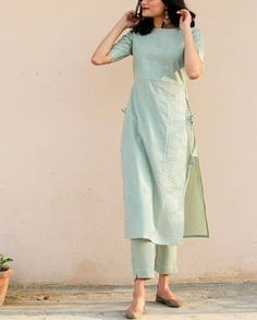 Casual Indian Fashion, Indian Fashion Dresses, Indian Designer Outfits, Fashion Outfits, Simple Kurta Designs, Kurta Designs Women, Modesty Fashion, Embroidery Suits Design, Kurti Designs Party Wear