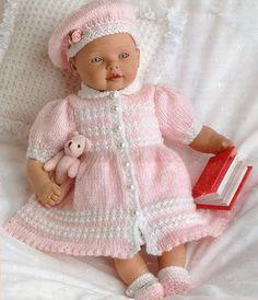 Pour s'amuser un peu, pourquoi ne pas tricoter des vêtements pour habiller les poupées ? Voici des liens vers de très jolis modèles ! J'ajouterai des modèles au fil de mes découvertes... Un gros me...