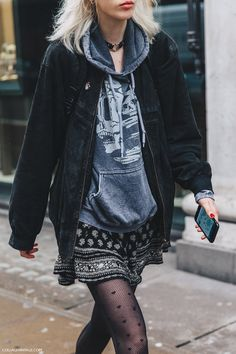 LFW-London_Fashion_Week_Fall_16-Street_Style-Collage_Vintage-Model-Sweatshirt-