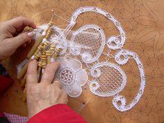 Trobada de Puntaires Cerdanyola Roser de Maig -2010 - MªCarmen(Blanca) - Picasa Albums Web