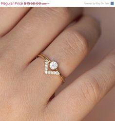 Jeu de mariage : 0,19 carat bague à diamants en or massif 18 carats et un anneau de diamant « V » correspondant. Matériaux : 18k or massif, 0,19 carat