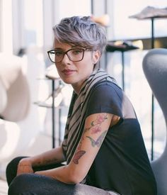 Short hair pixie cut hairstyle with glasses ideas 73