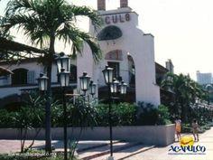 #acapulcoeneltiempo El centro comercial El Patio de Acapulco. ACAPULCO EN EL TIEMPO. En la década de los años 80, se podía encontrar en Acapulco un hermoso centro comercial llamado El Patio, sobre la costera Miguel Alemán. Posteriormente fue demolido y construido en el mismo lugar, el Centro Comercial Costera 125, actualmente llamado Galerías Diana. Te invitamos a visitar la página oficial de Fidetur Acapulco, para obtener más información.