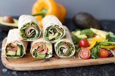 Har du lomper i hus, har du nesten uendelig med muligheter til hva kan lage. De er sunne, gode, billige og allsidige. Dette er 3 av våre lompefavoritter! Tapas, Recipe Boards, Lunch Time, Fresh Rolls, Sushi, Nom Nom, Sandwiches, Food And Drink, Ethnic Recipes