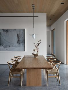 Modern Dining Table, Dining Table Chairs, Designer Dining Chairs, Dining Table Small Space, Black Dining Room Table, Room Interior, Interior Design, Minimalist Dining Room, Dining Room Inspiration