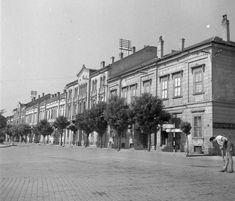 Vörösmarty tér, jobbra a Vak Bottyán köz.