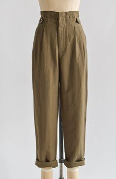 Vintage Inspired High Waist Pants / Land Girl Trousers Button trousers outfit ideas for women. Vintage Outfits, Vintage Pants, Vintage Inspired Outfits, Look Vintage, Vintage Mode, Retro Vintage, 1940s Fashion, Vintage Fashion, Vintage Clothing 1940s