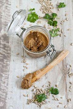 Sunflower seed butter // chocochili.net Sunflower Seed Recipes, Raw Food Recipes, Healthy Recipes, Healthy Food, A Food, Good Food, Vegan Food, Seed Butter, Tahini