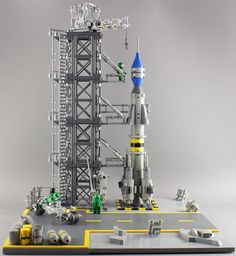 """PROJECT """"Classic Space Outpost"""" Part 3 """"Rocket Ramp"""" :: Project CS Outpost. In the third part I have a rocket ramp with an experimental rocket. Lego Mindstorms, Lego Technic, Lego Studios, Lego Space Sets, Lego Ship, Lego Spaceship, Vintage Lego, Lego Worlds, Cool Lego Creations"""