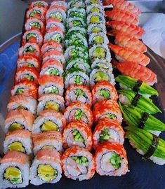 Ramen Comida, Sushi Comida, I Love Food, Good Food, Yummy Food, Japanese Food Sushi, Japanese Desserts, Sushi Platter, Sushi Buffet